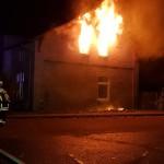 Flammen schlagen aus dem Brandraum